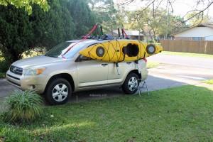 Begin lifting the kayak.